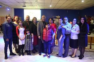 11022018 63 AñOS.  Gilberto Lira Mota en su festejo con su esposa, hijas, hermanos y nietos.
