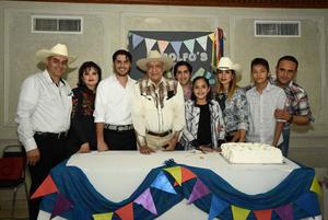 11022018 MUCHAS FELICIDADES.  Profesor Rodolfo Silva en su fiesta de cumpleaños.