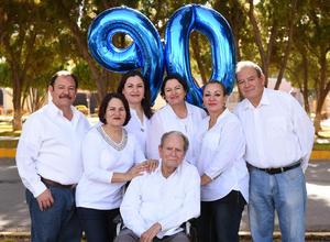 11022018 INOLVIDABLE DíA.  Miguel Dávila acompañado de sus hijos: Martha, Graciela, Coco, Jesús, Miguel y Claudia.