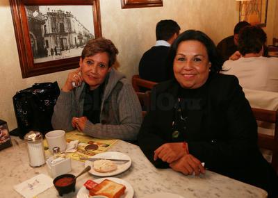 María Elena  y Dolores Galindo.
