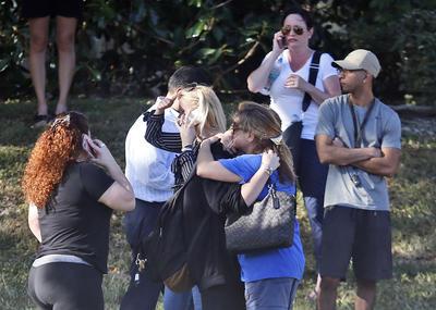 Donald Trump ofreció hoy asistencia federal al gobierno de Florida, tras el tiroteo ocurrido esta tarde en una escuela en el condado de Broward.