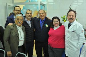 17022018 CELEBRAN.  Dr. Roque Márquez en su festejo con motivo de su jubilación.
