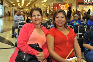 17022018 EN EL MALL.  Rosa Elba y Gabriela.