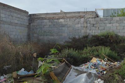 Desechos diversos. En Villas La Merced existe una gran cantidad de terrenos que se han convertido en puntos de depósito de desechos de todo tipo.