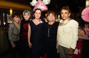 23022018 PRóXIMA A CASARSE.   Miriam Corral Izaguirre con sus tías, Elia, Tita, Lilian e Inés.