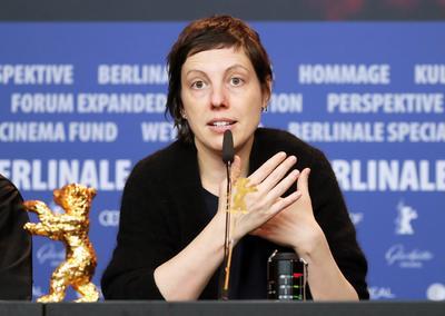 Adina Pintilie se llevó el gran premio de la noche de la Berlinale con el Oso de oro a Mejor Película con Touch me not.