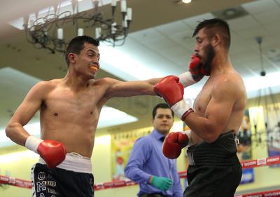 """Óscar """"La Princesa"""" Silvas no vio actividad ya que su oponente, Víctor Castillo no fue autorizado para pelear."""