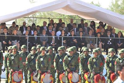 En su mensaje, el gobernador Miguel Riquelme manifestó que esta obra es sólo una muestra de agradecimiento al respaldo del Ejército Mexicano en la transformación que se logró en Coahuila.