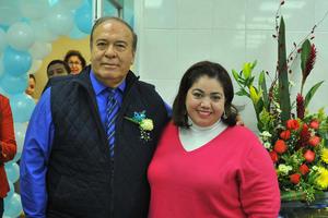 18022018 35 AñOS DE SERVICIO.  Dr. Roque Márquez con Dra. Teresa Torres.