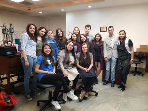 01032018 Alumnos que viajan a Guadalajara para vincularse con la industria joyera y sus profesores, Nelda Cristina Zapat y Pineda Damián.