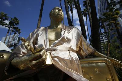La escultura de Weinstein de escala natural, colocada el jueves en el Hollywood Boulevard.