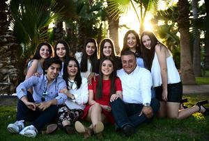 03032018 HOY CUMPLE XV AñOS.  Michelle Ayup Villalobos acompañada de sus papás, Alejandro Ayup del Bosque y Pepis Villalobos Medina, su hermano, Alejandro Ayup Villalobos, y amigas del colegio.