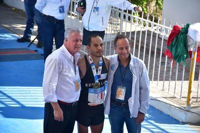 El alcalde de Torreón, Jorge Zermeño y  el presidente de Grupo Lala, Eduardo Tricio Haro, felicitaron a los ganadores.