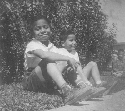04032018 Hermanos Miguel y Luis Martínez Guerrero el 2 de noviembre de 1956