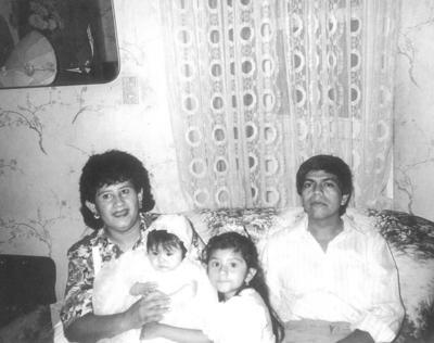 04032018 Chayo y Luis celebrando 46 años de casados. Ellos contrajeron matrimonio el 13 de marzo de 1972.