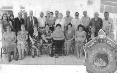 04032018 Reunión de Exalumnos visitando su Escuela Normal de La Laguna Prof. Federico Hernández Míreles; el Prof. José Gómez Esparza, organizador del grupo.