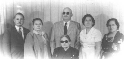 04032018 María de las Nieves Mesta de Martínez (f), Antonia (f), Lauro (f), Soledad (f), Tranquilino (f) y Celia (f), Martínez Mesta en 1954 en Gómez Palacio, Durango.