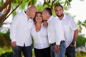 04032018 FESTEJA EN FAMILIA.  Michelle Ayup Villalobos con sus papás, Alejandro Ayup del Bosque y Pepis Villalobos Medina, y su hermano, Alejandro Ayup Villalobos.