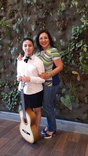 04032018 POSAN PARA LA FOTO.  Karina Rodríguez Mayorga y Lucila Mayorga Rodríguez.