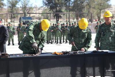 Estas las aseguró la Procuraduría General de la República (PGR), y la Fiscalía General del Estado de Durango (FGED), esta última dependencia entregó 180 armas.