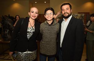 06032018 EN UNA EXPO.  Lorena, Frank y Leonel.