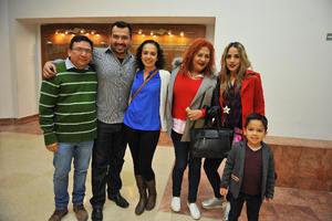 06032018 EN EL TEATRO.  Vicente, Enrique, Alaide, Paty y Sheizay Luciano.