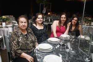 06032018 BANQUETE NUPCIAL.  Margarita, Magadalena, Margarita y Magdalena.