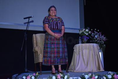Trató el tema sobre la mujer y su participación en la política.