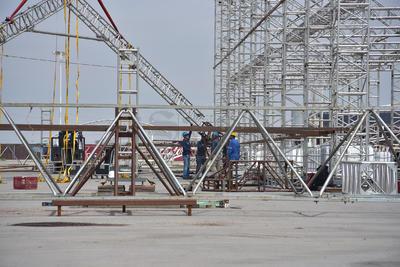 La estructura resiste vientos superiores a los 90 kilómetros por hora. Luego de sufrir un percance en Tuxtla Gutiérrez, donde una tormenta dañó cuatro de las piezas principales de la exposición, les permitió corregir detalles y hacer más fuerte la estructura que ahora se levanta en la Expo-Feria de Torreón.