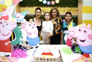07032018 FELICES 5 AñOS.  Sofía Nayeli Hernández Velasco con su mamá, Nayeli Velasco, Paty Burciaga y Ángel Samuel.