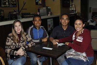Adaya, Luis, Beth Sarin y Alejandro.