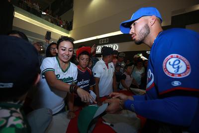 La fiesta se vivió al final en que se dieron firmas de autógrafos en las playeras que regaló la nueva directiva.