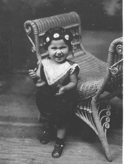 11032018 Victoria Chapa de Arratia, a los 2 años de edad, en 1929..