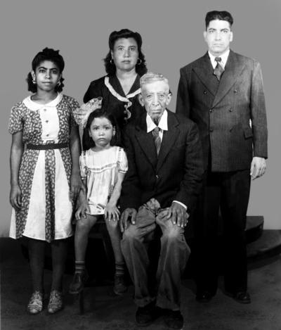 11032018 José Luz Vázquez, Adalberto Vázquez, Juana María Chávez de Vázquez, Carmela Vázquez Martínez y Graciela Vázquez Chávez en 1944.