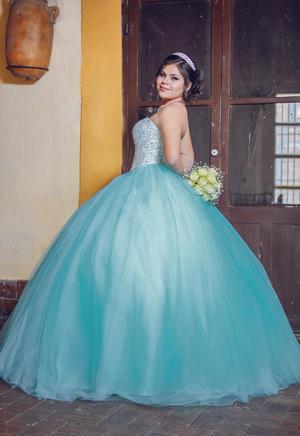 11032018 Norma Valentina de Lira Arreola celebró sus XV años de edad el 17 de febrero con una eucaristía ofrecida en la Capilla del Colegio Villa de Matel.