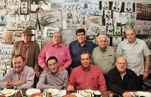 12032018 DULCE CELEBRACIóN.  Dulce Casas, acompañada de amigos y familiares, en su festejo de cumpleaños.