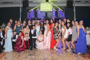 11032018 Valentina acompañada por su abuelita, Juana María, y sus primas, Sandra, Tania, Karla, Claudia, Edna, Alejandra y Belén.