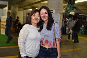12032018 MUY CONTENTAS.  Fernanda y Rosy.