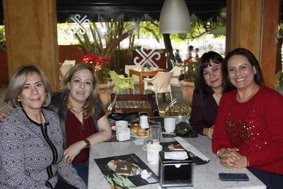 Silvia de Quiñones,  Evangelina de León, Claudia de Camacho y Rocío de Salas.