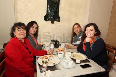 Guadalupe, Elena, Claudia y Ale.