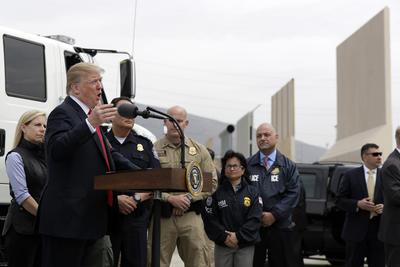 """""""Sino hay muro, no hay Estados Unidos"""", expresó el presidente."""
