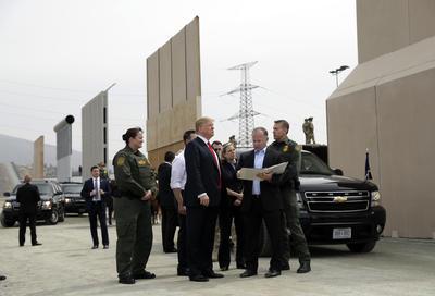 """""""Hay muchos problemas en México, tienen muchos problemas allí y tienen los cárteles, y (...) estamos combatiendo a los cárteles, los estamos combatiendo duro, nadie los combatió como nosotros, los combatimos duro"""", sostuvo Trump."""