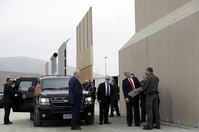 """""""Si no tenemos un sistema de muros, no vamos a tener un país"""", dijo Trump."""