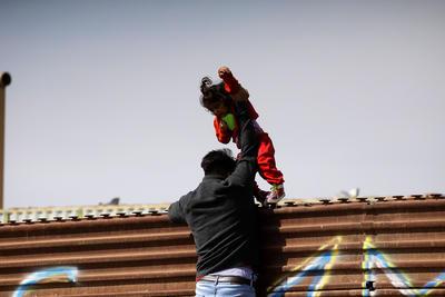 Mexicanos se dieron cita en la franja fronteriza ante la visita de Trump.
