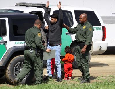 Agentes migratorios también implementaron un operativo de seguridad.