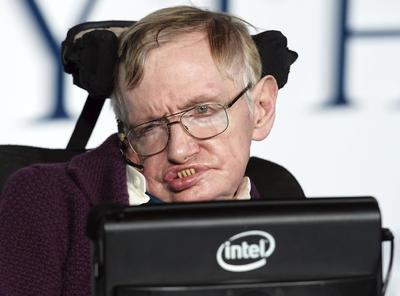 A sus 21 años de edad, el teórico fue confinado a una silla de ruedas, por una enfermedad degenerativa a la cual únicamente le pronosticaron cinco años de vida.