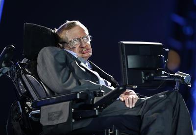 El físico británico, Stephen Hawking, falleció acuerdo a información de el diario The Guardian, que fue proporcionada por un portavoz de la familia del científico.