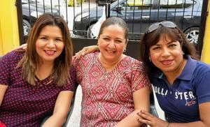 14032018 EN FIESTA DE CUMPLEAñOS.  Brenda, Karen y Ángeles.