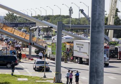 La estructura aérea principal del puente pesaba aproximadamente 950 toneladas.