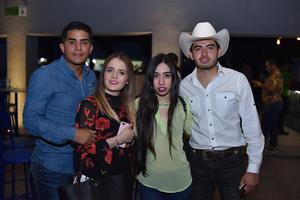 16032018 SE DIVIERTEN.  Julio, Mariana, Itzel y Pepe.